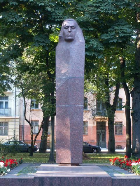 Kristijono Donelaičio paminklas