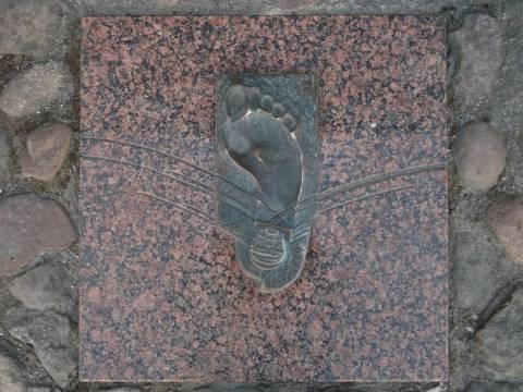 Memorial flagstone – foot: Rimantas Ulevičius