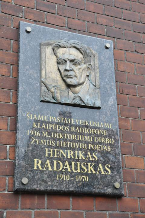 Memorial plaque for Henrikas Radauskas