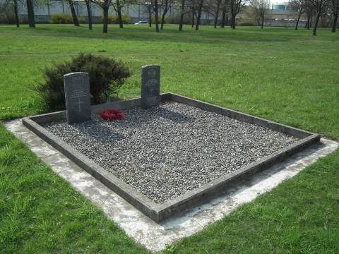 Надгробные памятники в честь военослужащих Соединенного Королевства