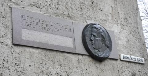 Atminimo lenta su bareljefu Butkų Juzei