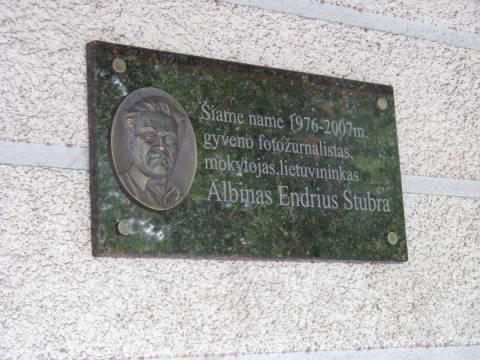 Atminimo lenta Albinui Endriui Stubrai