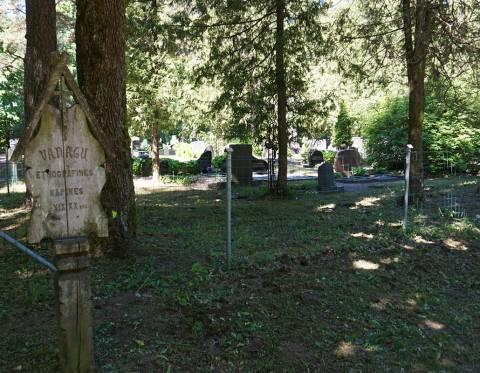Vanagų kaimos etnografinės kapinės