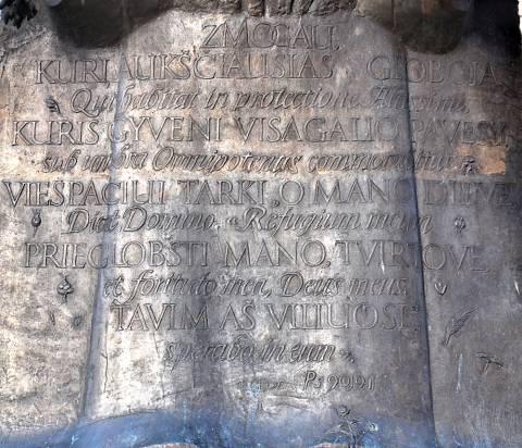 Užrašas ant paminklo Jurgiui Ambrozijui Pabrėžai