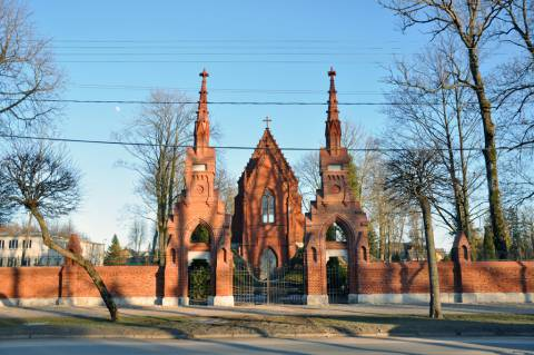 Kretingos parapijos naujųjų (II senųjų) kapinių tvoros Šiauriniai vartai