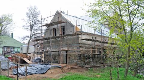 Kretingos dvaro ūkvedžio namo pietvakarinė pusė restauravimo darbų pradžioje