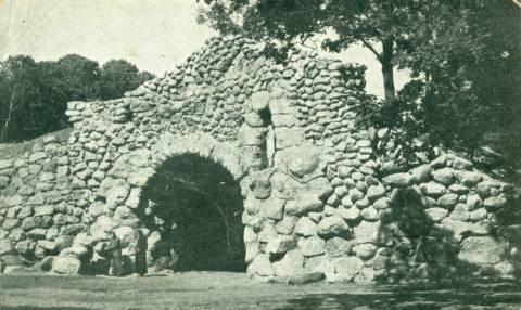 Kretingos pranciškonų vienuolyno Lurdas
