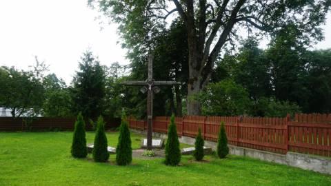 Paminklinė kompozicija Darbėnų valsčiaus NKVD-MVD-MGB poskyrio pastate nužudytiems gyventojams atminti