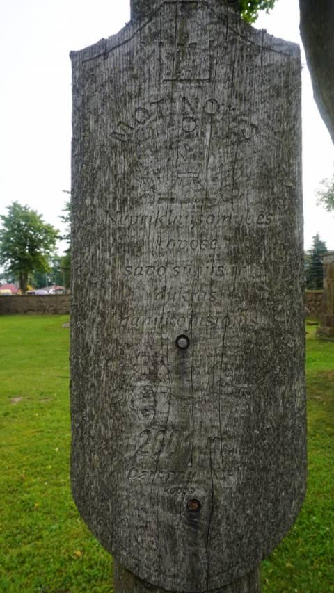 Partizanų Motinų kryžiaus atminimo lenta