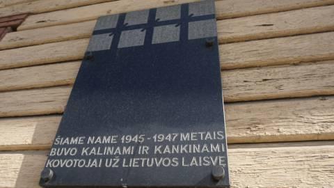 Atminimo lenta kovotojams už Lietuvos laisvę ant Kretingos apskrities milicijos skyriaus  ir areštinės pastato
