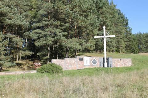 Paminklinė kompozicija partizanams, žuvusiems už Lietuvos laisvę Salantų apylinkėse, atminti