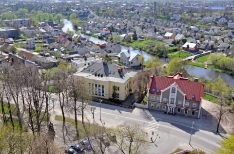 Kretingos banko rūmų ir naujosios špitolės vaizdas iš bažnyčios bokšto