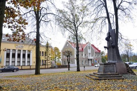 Kretingos banko rūmų ir špitolės vaizdas nuo J. Pabrėžs skverelio