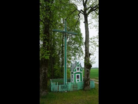 Vaineikių k. kryžkelės kryžius ir koplytėlė