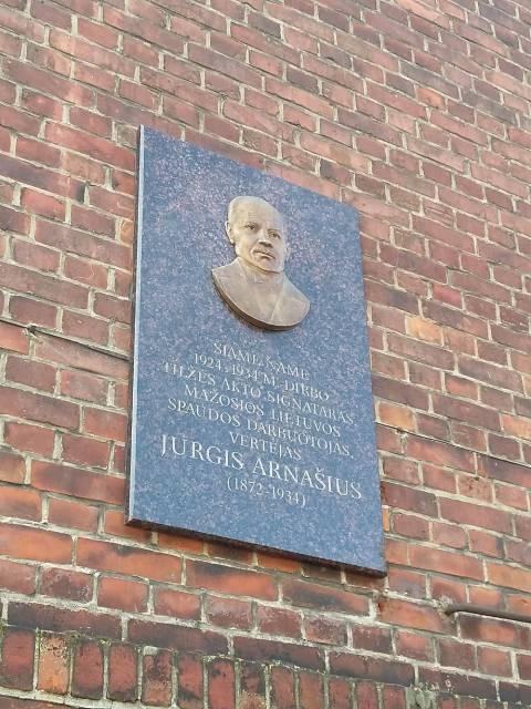 Memorialinė lenta Jurgiui Arnašiui