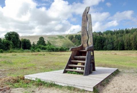 """Skulptūra """"Neringos krėslas"""""""