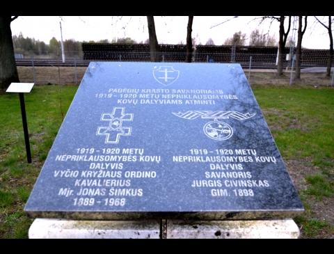 Pagėgių krašto savanoriams, 1919–1920 m. Nepriklausomybės kovų dalyviams Jonui Šimkui ir Jurgiui Civinskui įamžinti skirtas atminimo ženklas