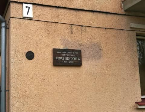 Memorialinė lenta ant kompozitoriaus Jono Bendoriaus namo