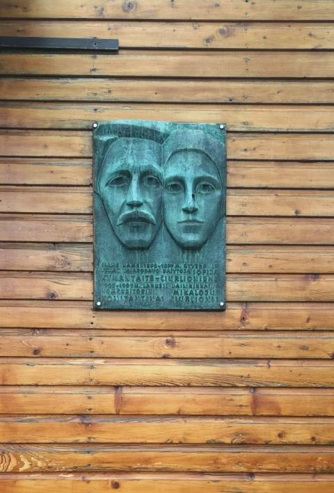 Paminklinė lenta ant S. Čiurlionienės-Kymantaitės ir M. K. Čiurlionio namo