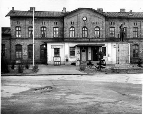 Lenino paminklas prie geležinkelio stoties