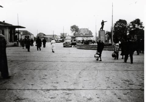 Paminklas Leninui skvere priešais geležinkelio stotį