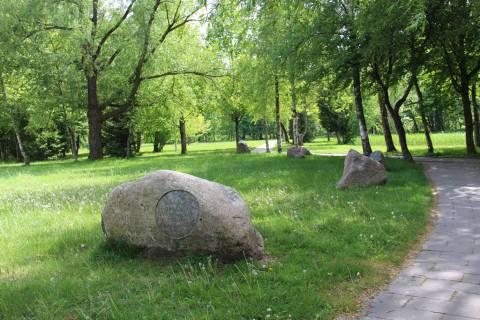 Atminimo akmenų alėja