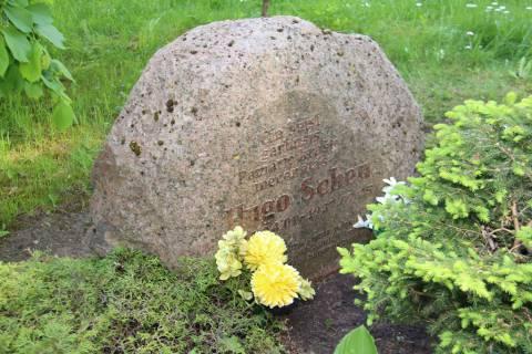 Paminklinis akmuo Hugo Šojui (Hugo Scheu) Šilutės dvaro kapinėse