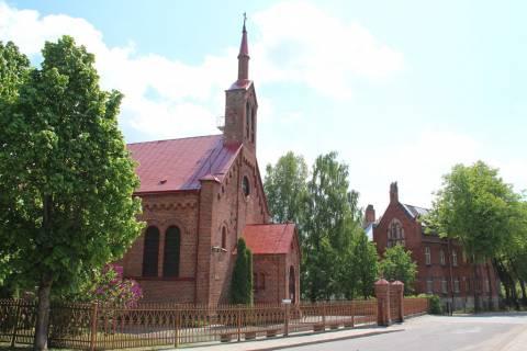 Šilutės Šv. Kryžiaus katalikų bažnyčia ir našlaičių namai