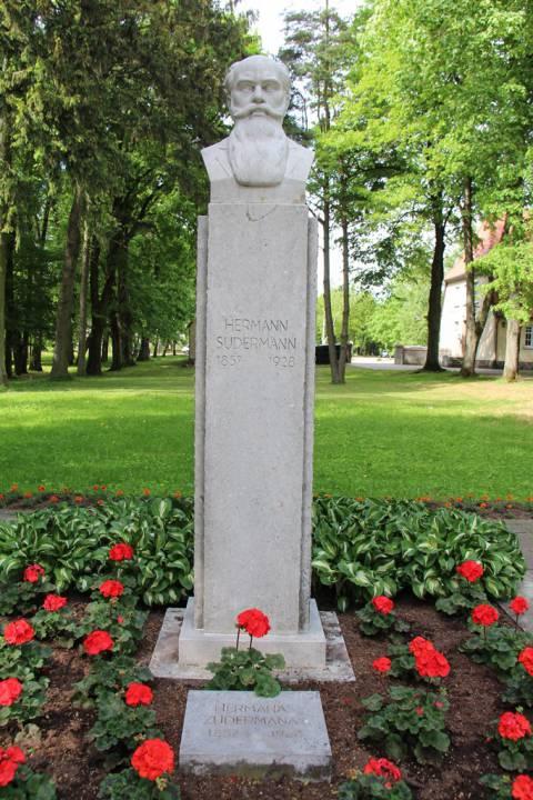 Atstatytas paminklas Hermanui Zudermanui (Hermann Sudermann)