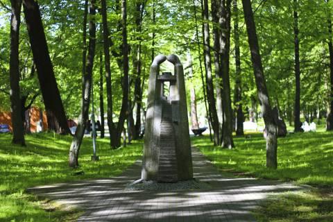 Skulptūrų parko labirintais