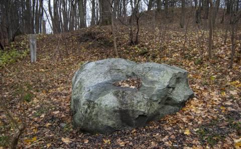 Tauralaukio Velnio akmuo