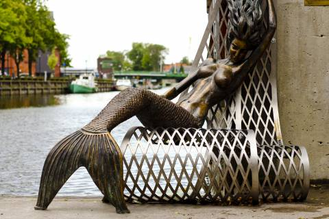 """Sculpture """"Undinėlė"""" (""""The little mermaid"""")"""