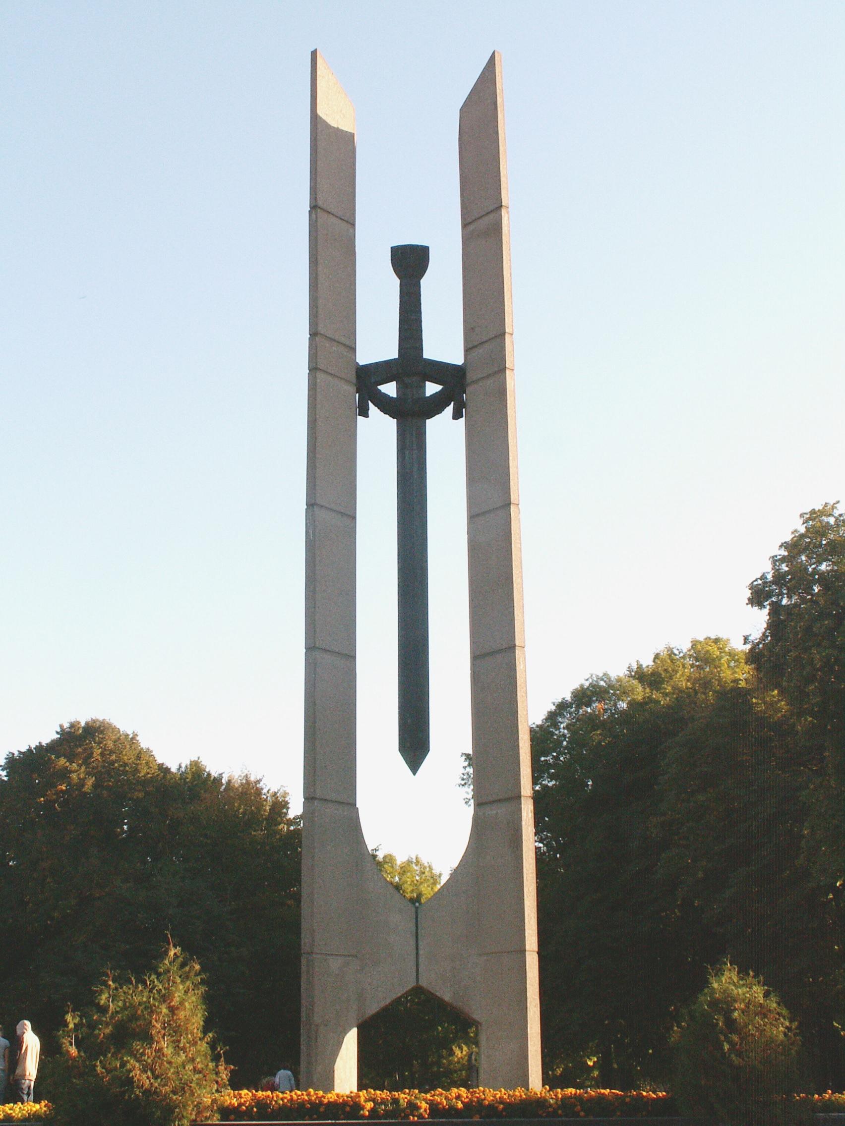 """Paminklas-monumentas """"Kardas"""""""
