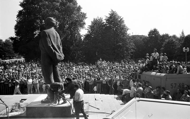 Lenino paminklo nuvertimas Atgimimo aikštėje