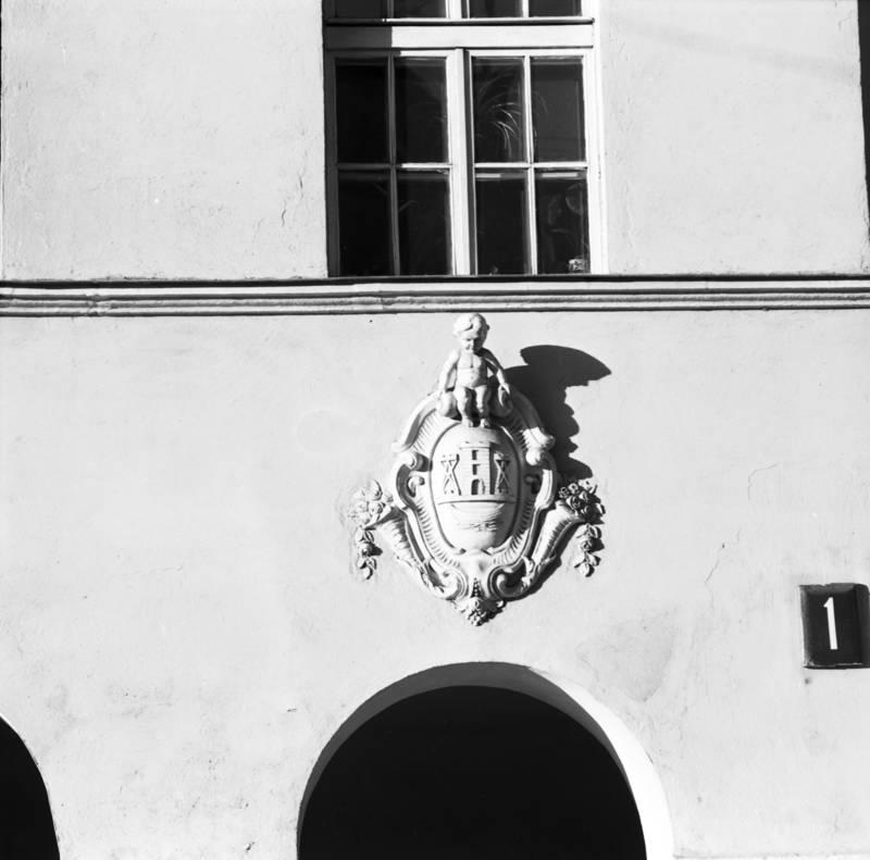 Klaipėdos miesto herbas ant pastato Tiltų g. 1