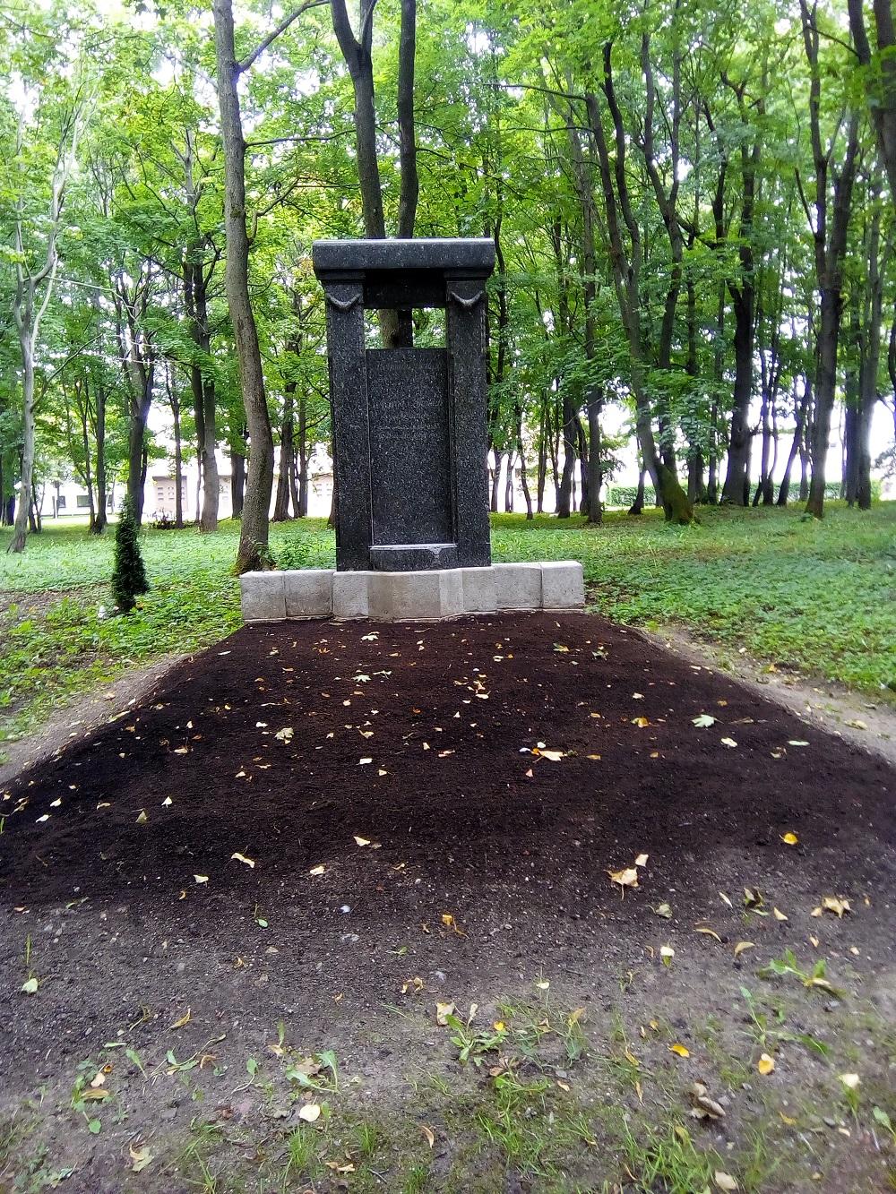 Antkapinis paminklas Gerlachų šeimai