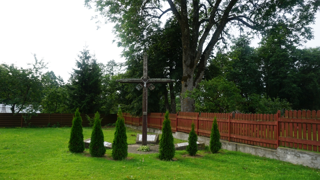 Paminklinė kompozicija Darbėnų valsčiaus NKVD-MVD-MGB poskyrio pastate nužudytų gyventojų atminimui