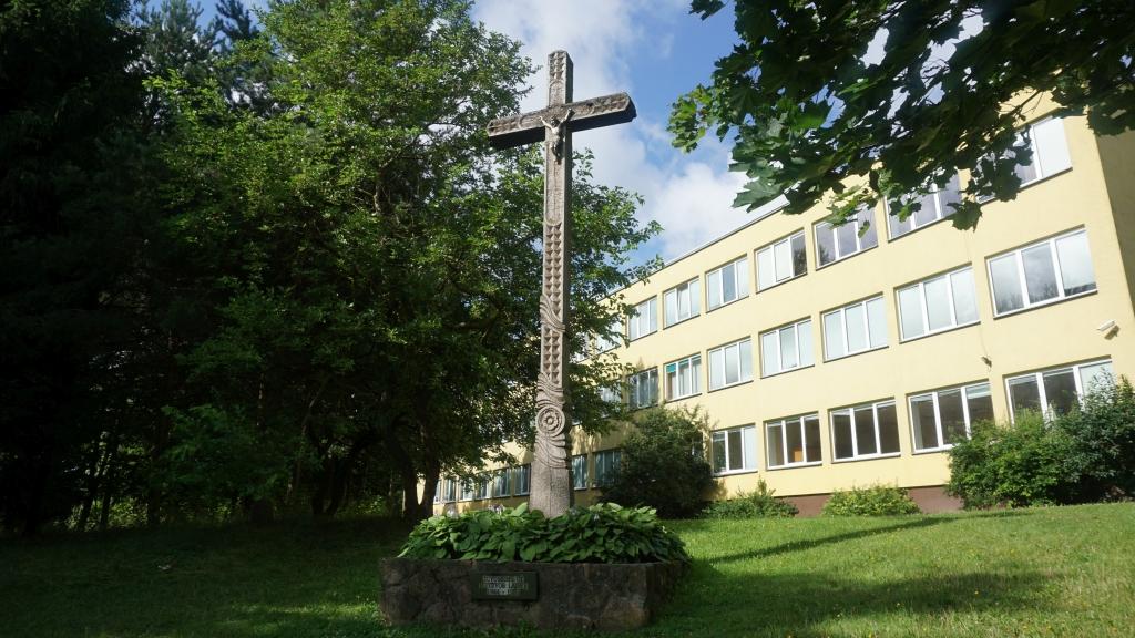 Kryžius 1944–1953 m. Kretingos apylinkėse žuvusių Žemaičių apygardos Kardo rinktinės partizanų atminimui