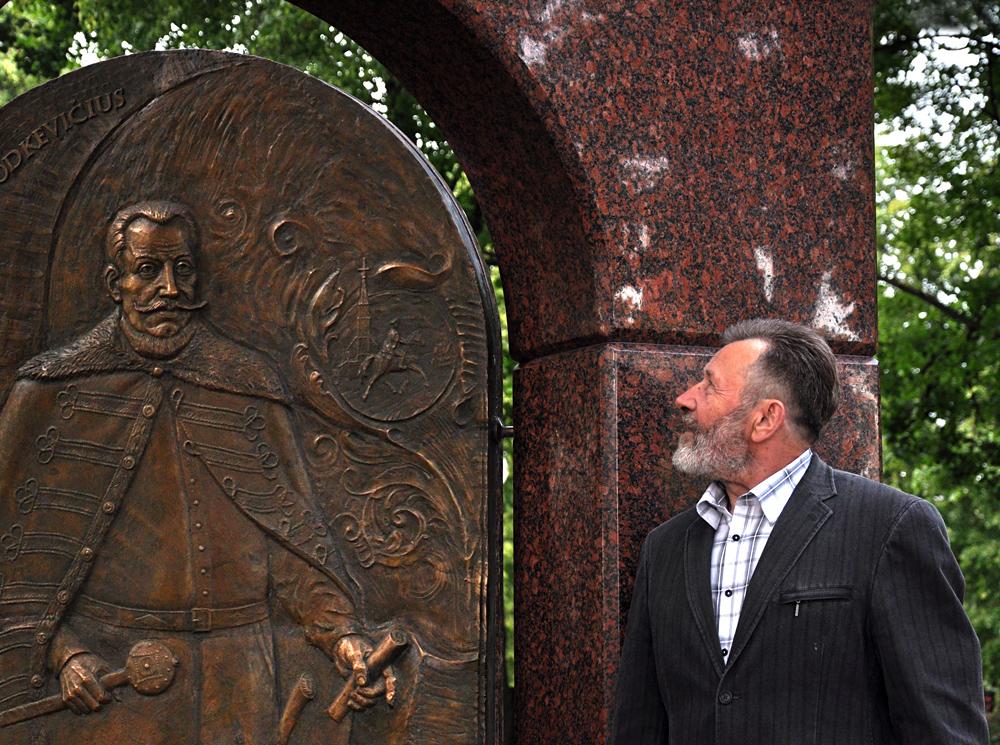 Paminklas Jonui Karoliui Chodkevičiui ir architektas Adomas Skiezgelas