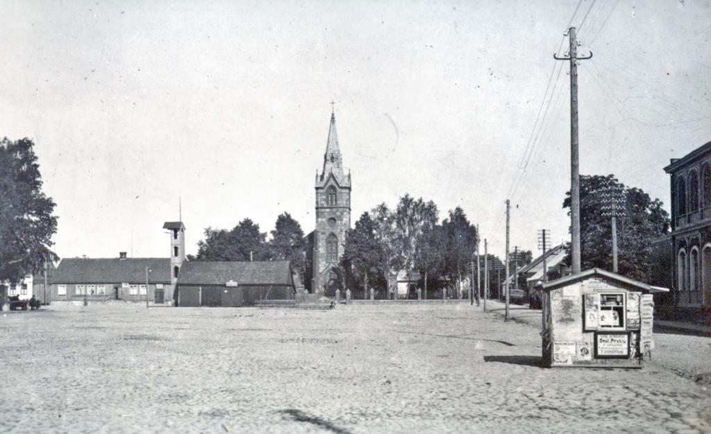 Kretingos Rotušės aikštės rytinė dalis - liuteronų bažnyčia ir gaisrinės bokštas