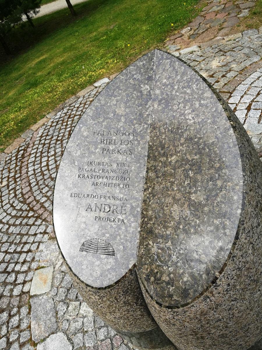 Skulptūra E. F. Andrė atminti (skulptorė - Gražina Oškinytė-Eimanavičienė, architektas - Gintas Likša)