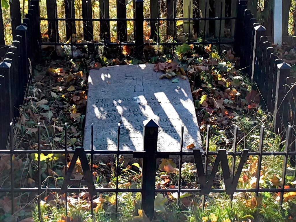Gegrėnų bažnyčios fundatorių dvarininkų Venslaukių šeimos kapas