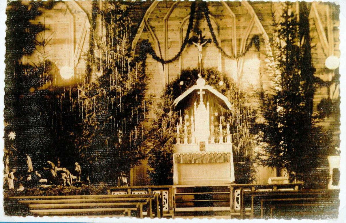 Virš Lurdo stovėjusios Kapucinų bažnyčios vidus