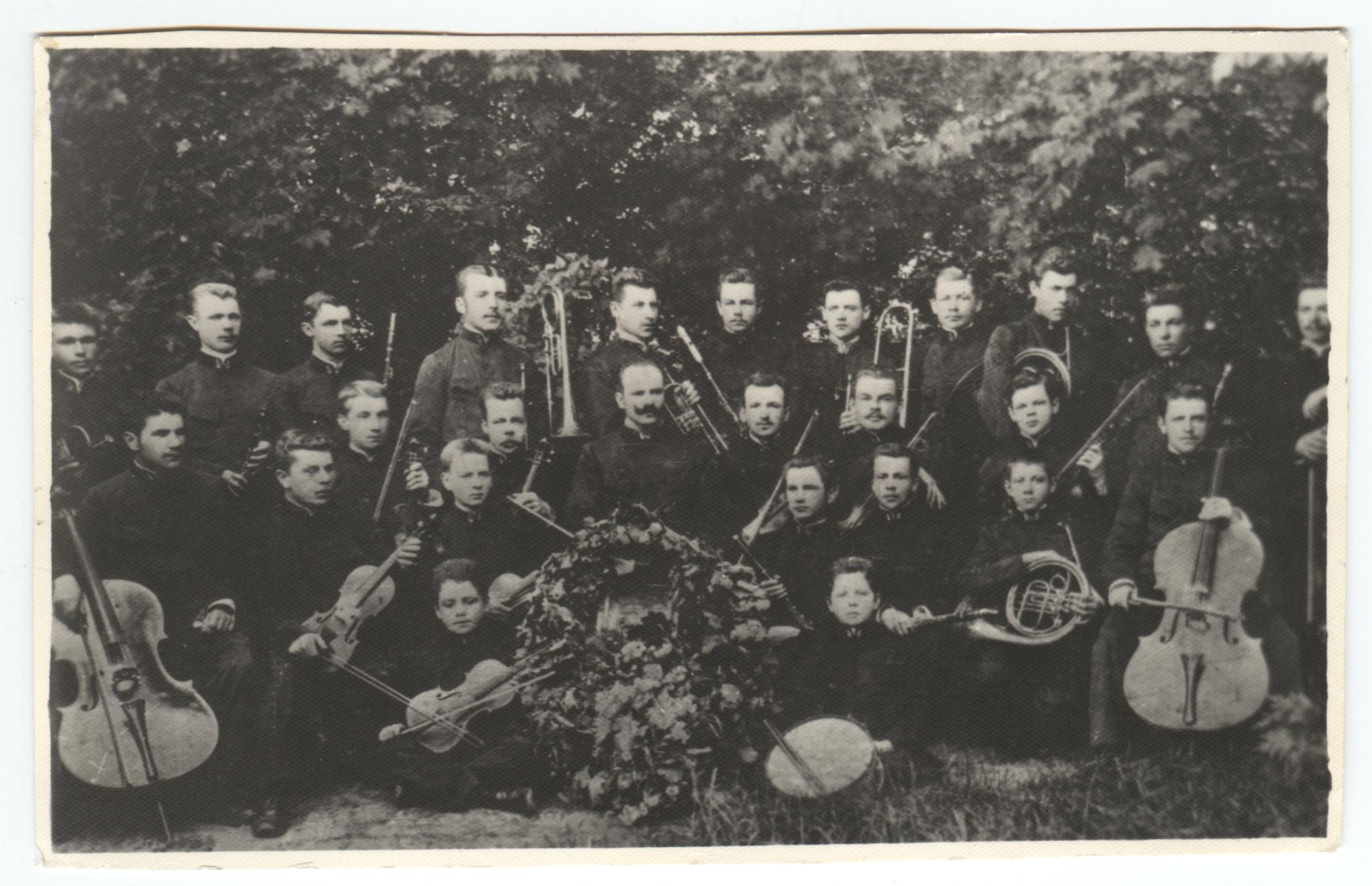 Dvaro orkestras (vadovas P. Dovydavičius)