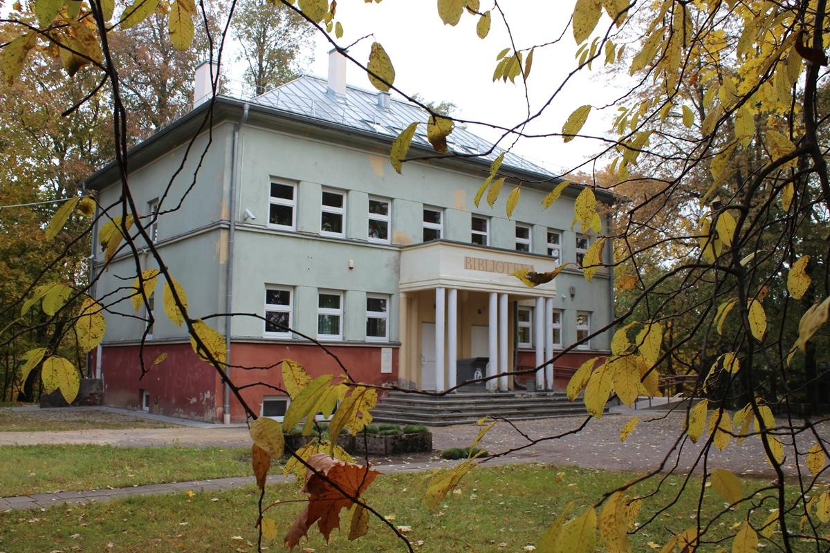 Plungės vaikų biblioteka Miškų urėdijos pastate