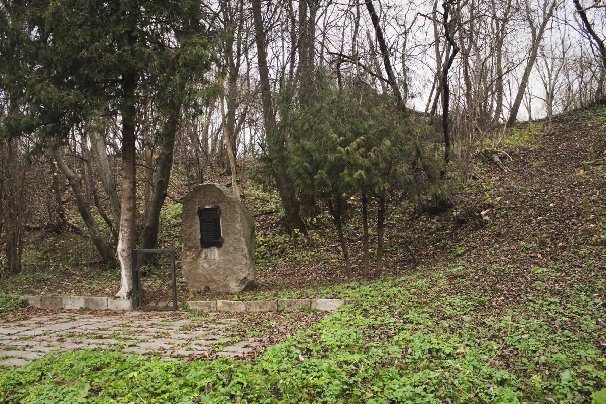 Paminklinis akmuo 1927 m. Tauragės sukilimo dalyviams atminti
