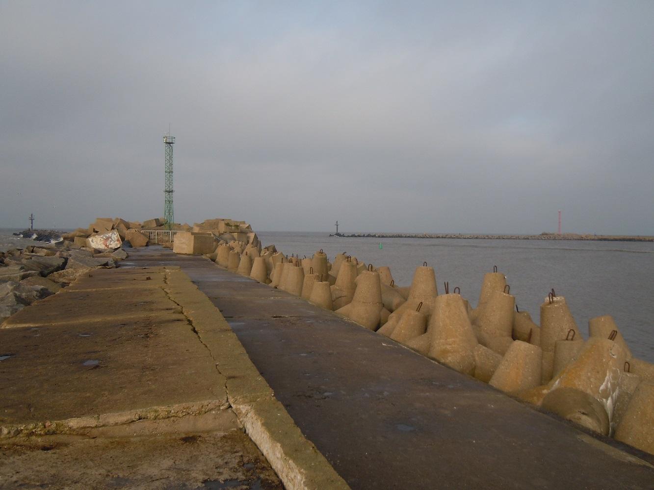 Pietinis molas ir uosto vartai